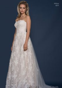 Sleeveless wedding dress with a sweetheart neckline by Louise Bentley