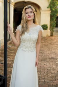 Screen Siren by Ivory and Co flattering wedding dresses with a lace back in Warwickshire