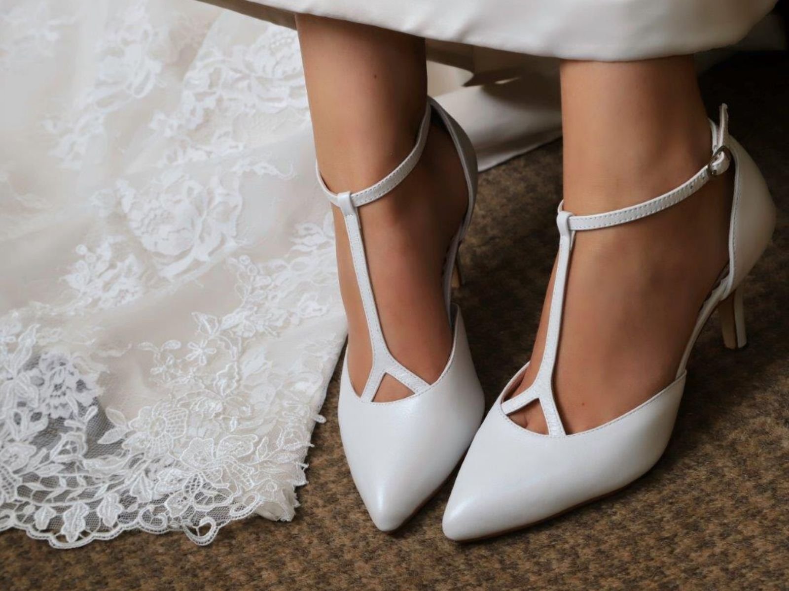 Elegant pointed wedding shoes with t-bar
