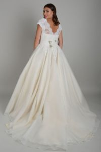 Curvy Lois Wild wedding dress in Stratford-Upon-Avon