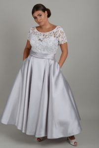 Curvy wedding dress with pockets in Stratford-Upon-Avon