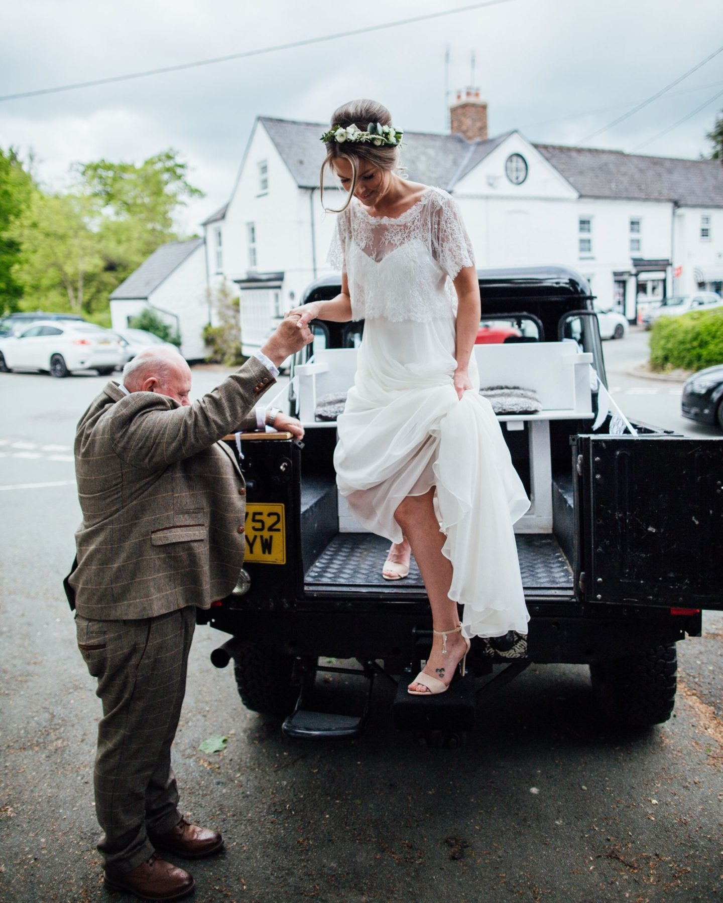 Wedding transport Land Rover Defender