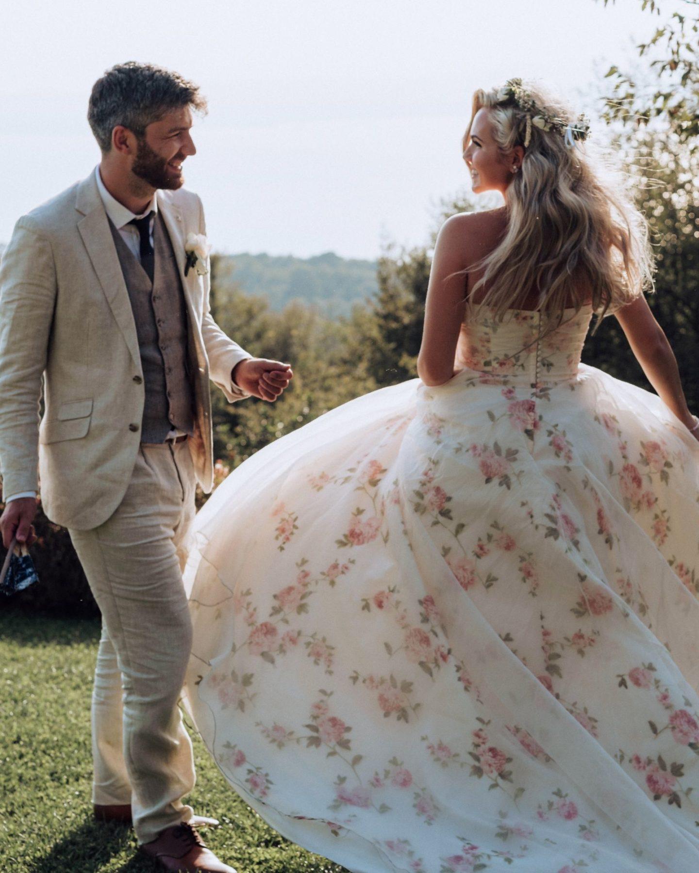 Rose dressing dress coloured wedding dress