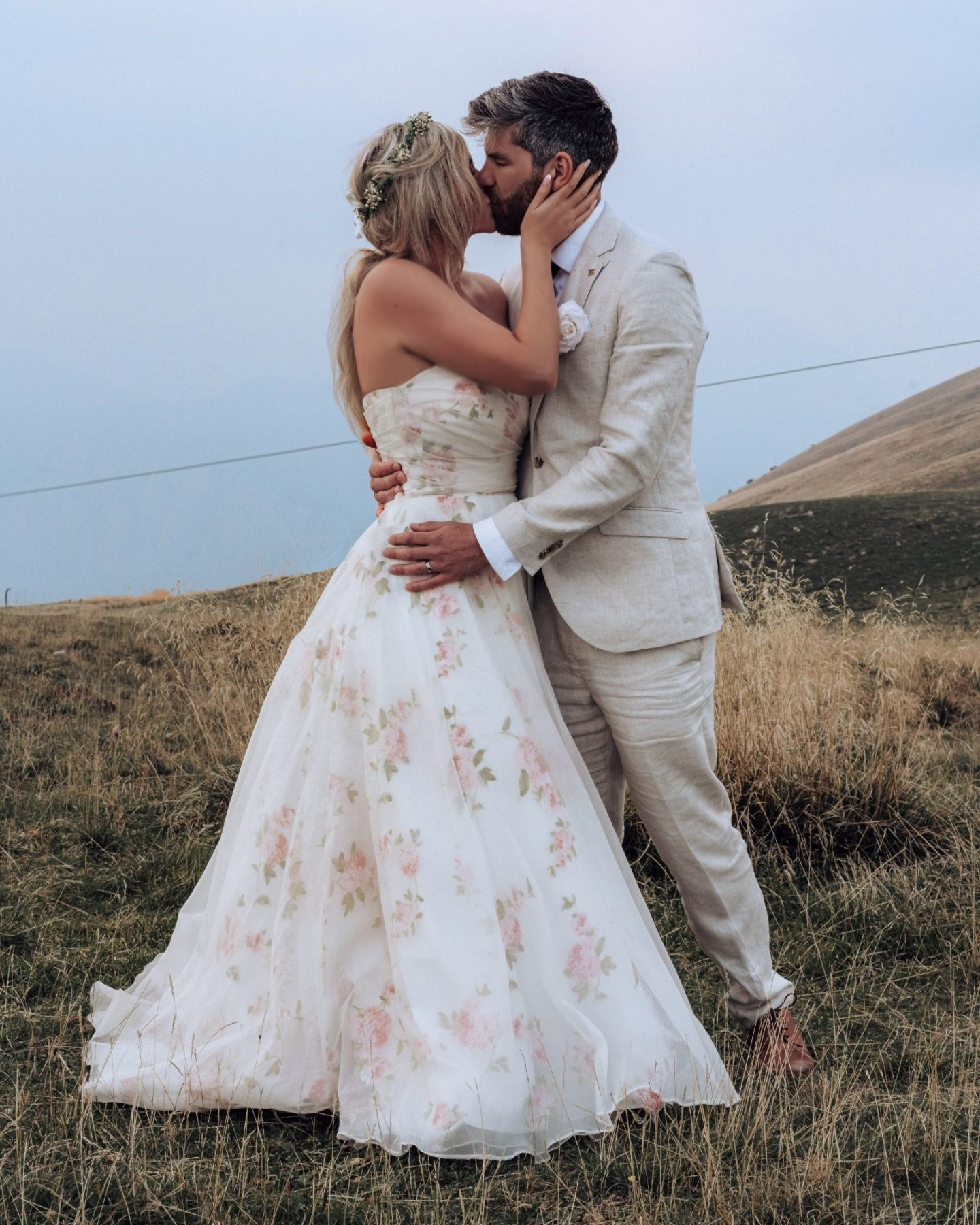Floral wedding dress without sleeves