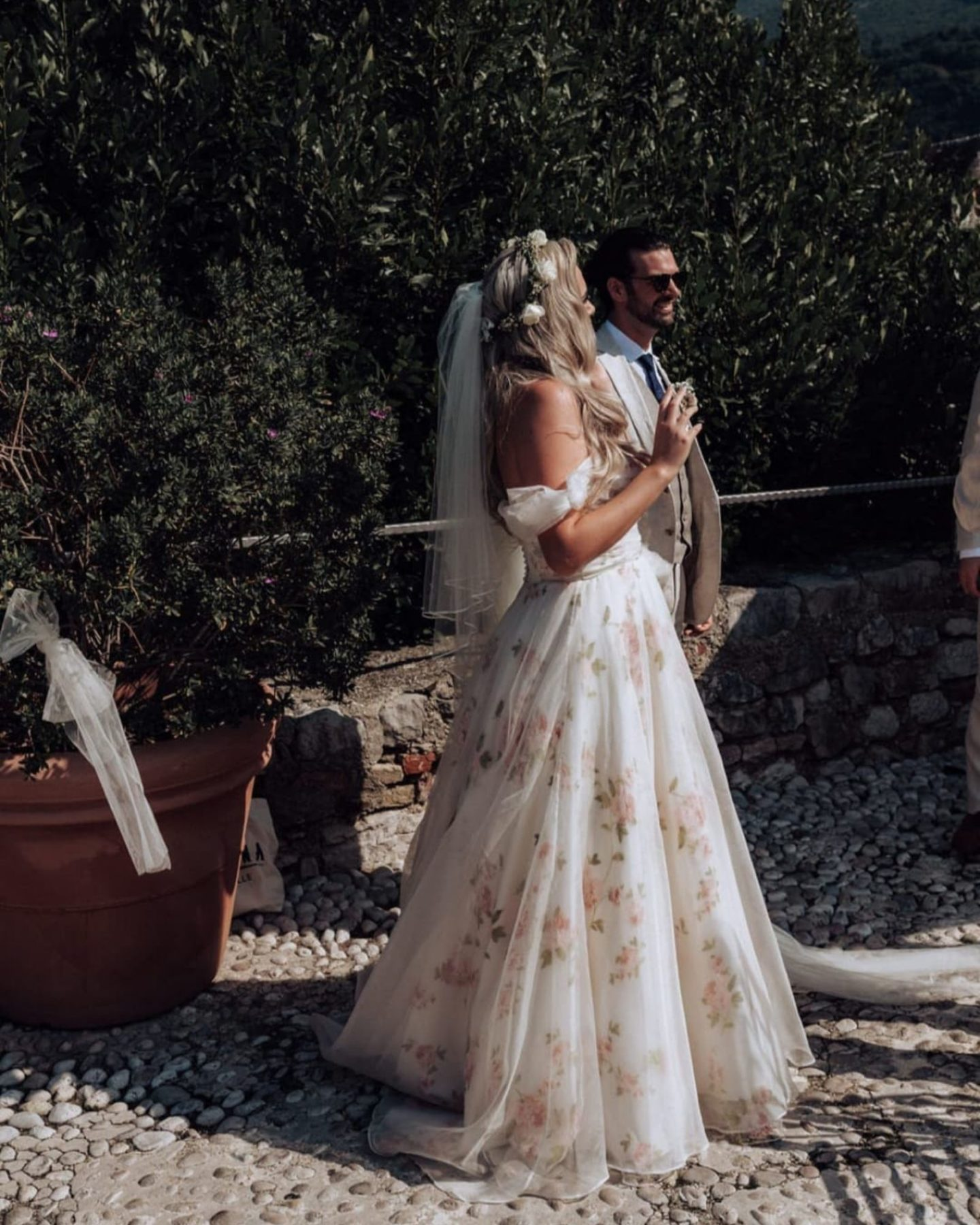 summer-wedding-dress-with-sweetheart-neckline